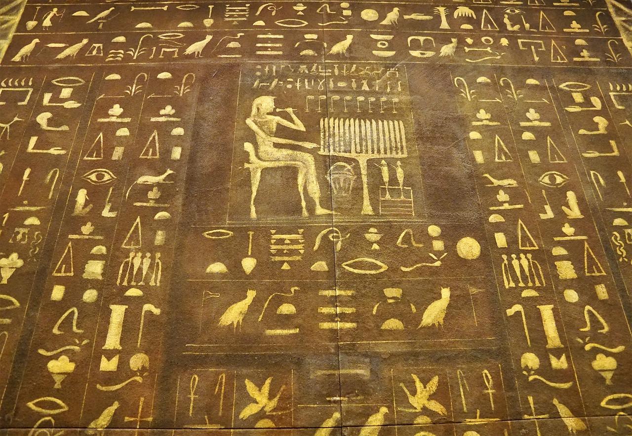 في اي حضارة عرفت الكتابة الهيروغليفية؟