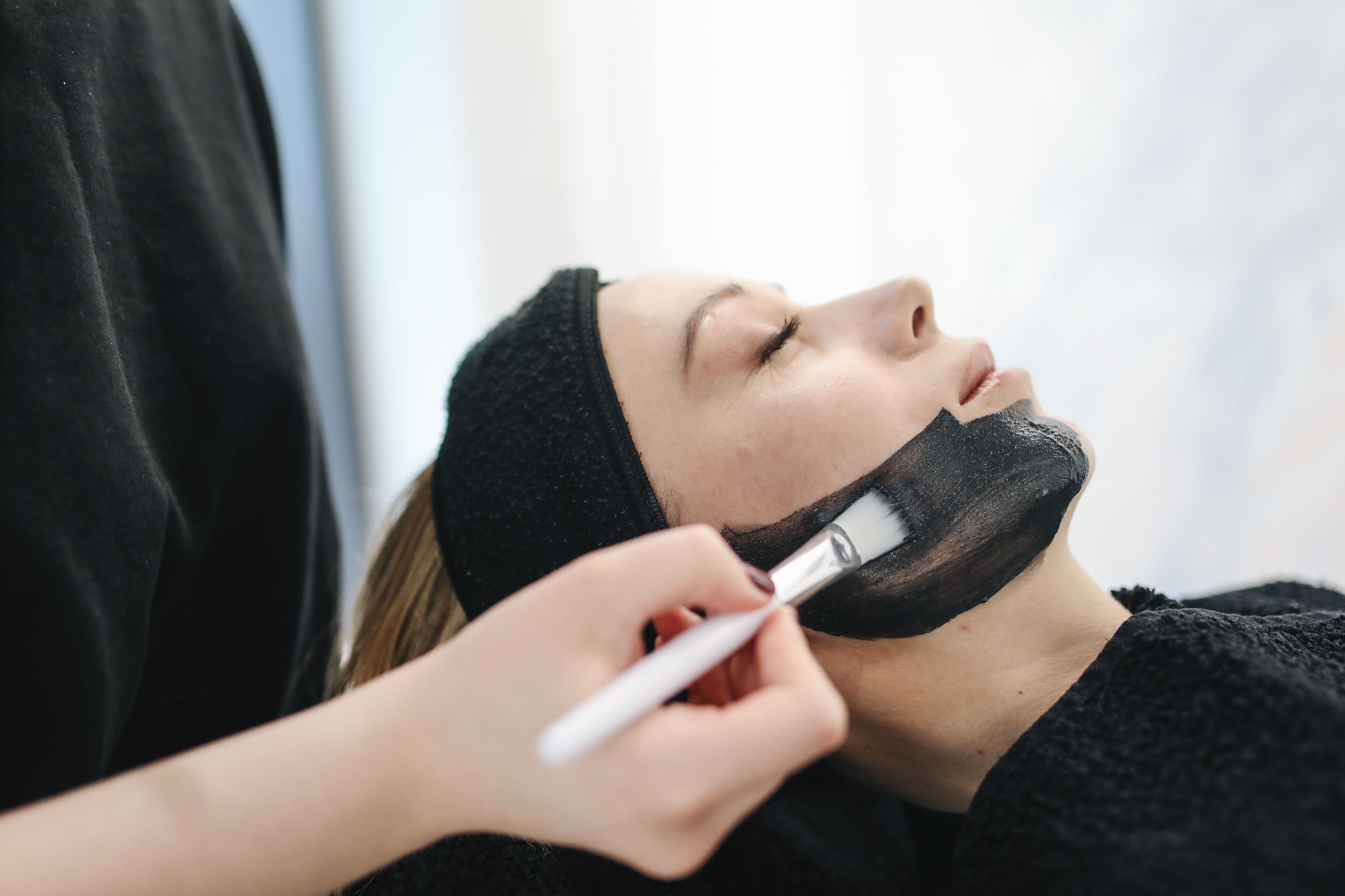 كيفية إزالة دهون الوجه الزائدة