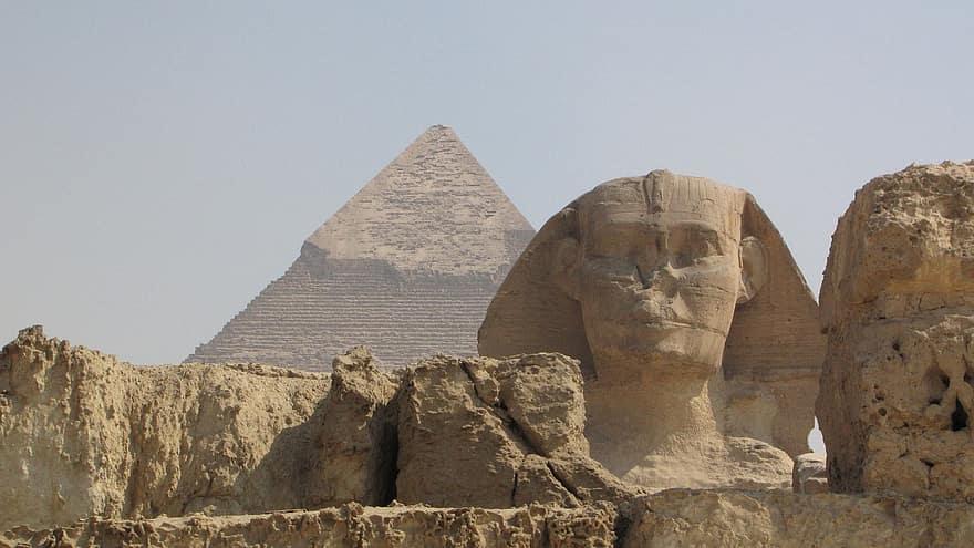 هل يوجد مقابر فرعونية فى ارض طينية