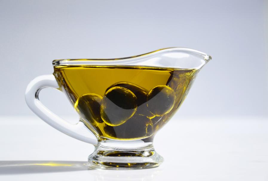 فوائد شرب زيت الزيتون قبل النوم