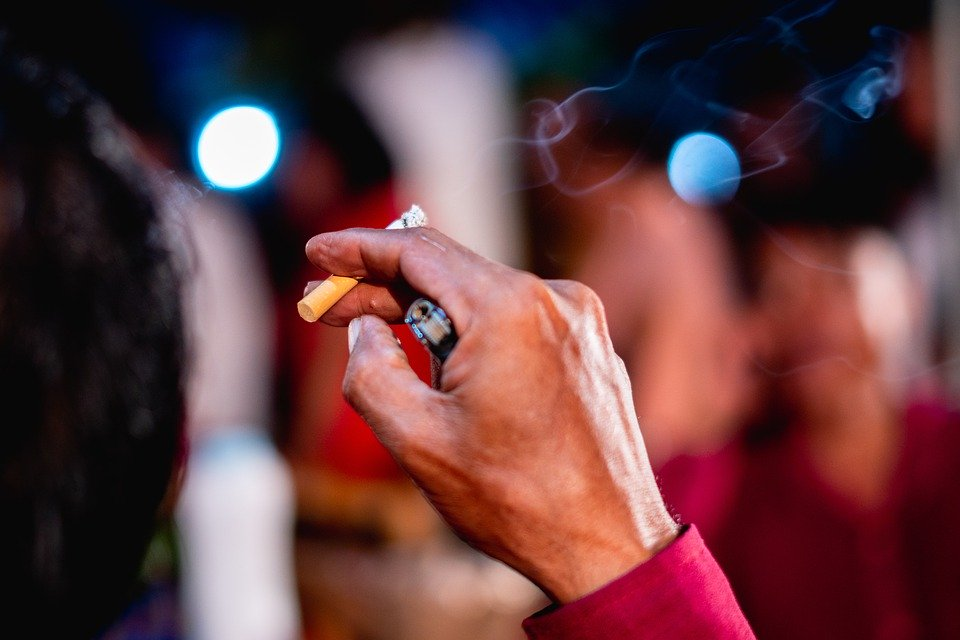 مقال عن أضرار التدخين على الجهاز التنفسي والفم واللثة