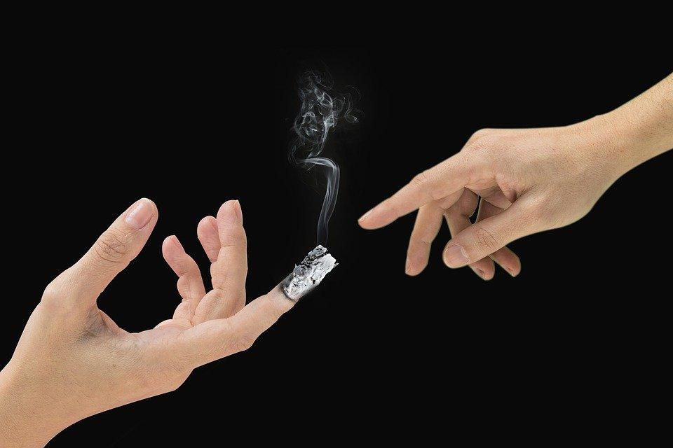 اثار التدخين على الفرد والمجتمع