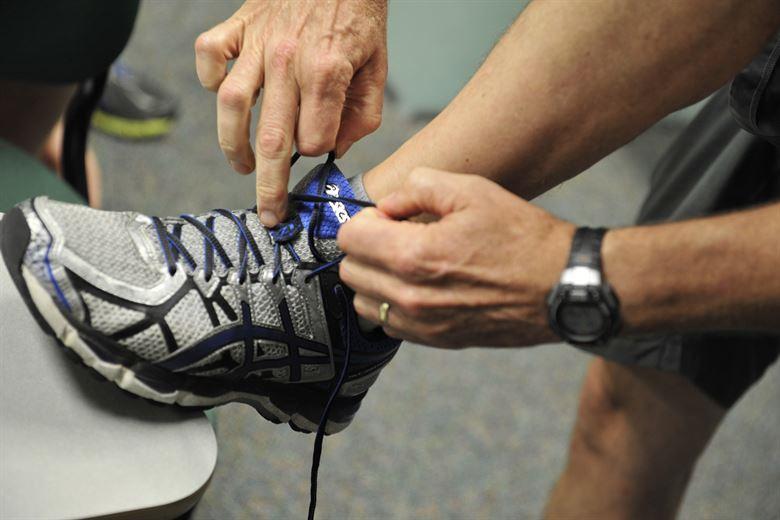طرق القضاء على رائحة الحذاء الكريهة