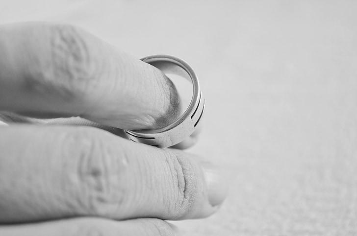 اثار الطلاق على المجتمع