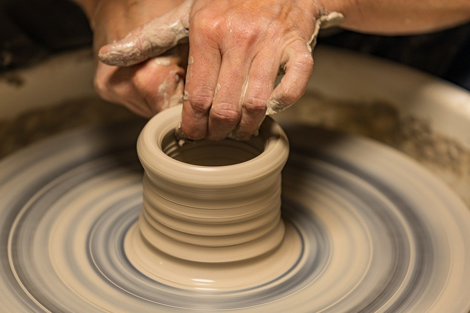 صناعة الفخار قديما